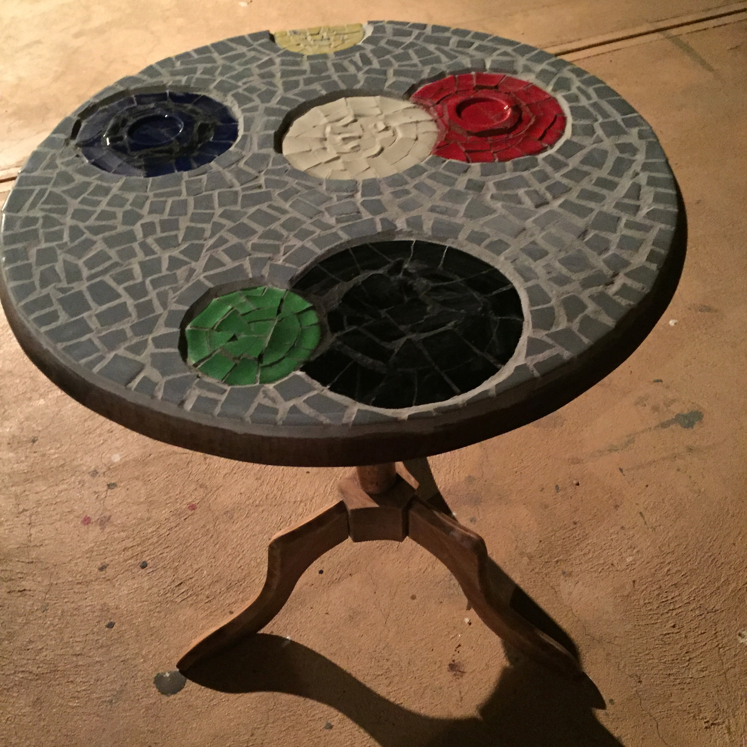 small circles table
